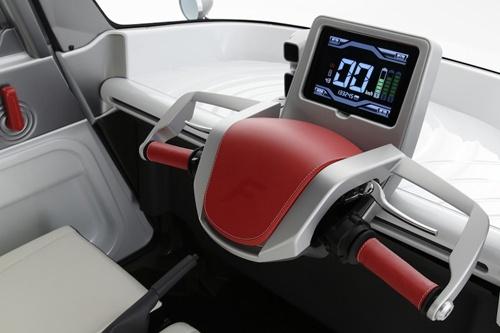 Электромобиль Fomm Concept One. Мотоциклетное управление