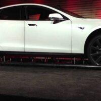 Tesla скоро откроет первые станции быстрой замены батарей электромобиля