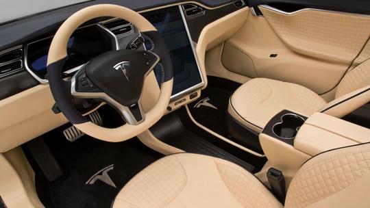 Что внутри затюнингованной Tesla Model S
