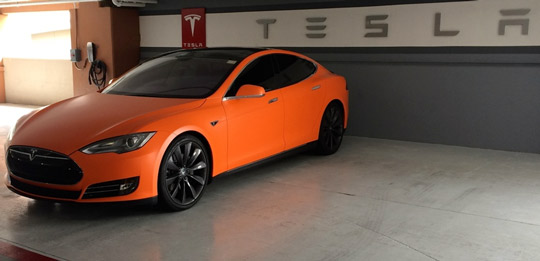 Оранжевый Tesla Model S