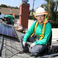 На крыше (интервью с Рочио Фариас — работницей SolarCity)