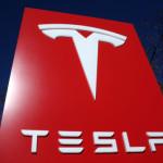 Tesla нанимает людей из Formula 1 для помощи с сервисом
